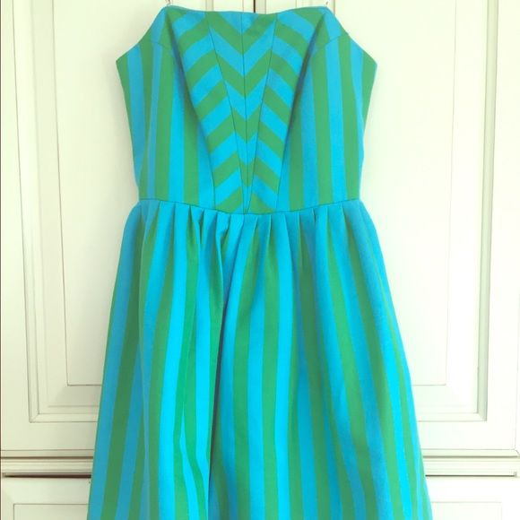 Lilly Pulitzer strapless dress SALE Green and turquoise strapless cocktail dress. Has beautiful tailoring at the bodice- this dress is remarkably well made. Hits above the knee. Lilly Pulitzer Dresses Strapless