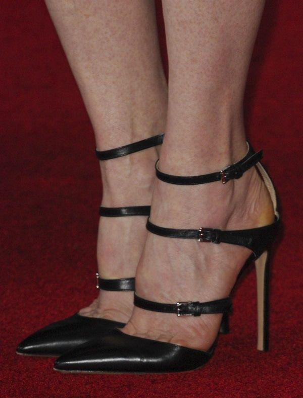 091007982e8 Julianne Moore showing toe cleavage in Gianvito Rossi heels ...