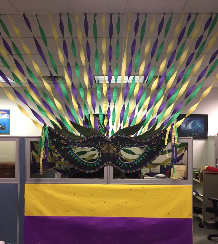 Mardi Gras cubicle decorations