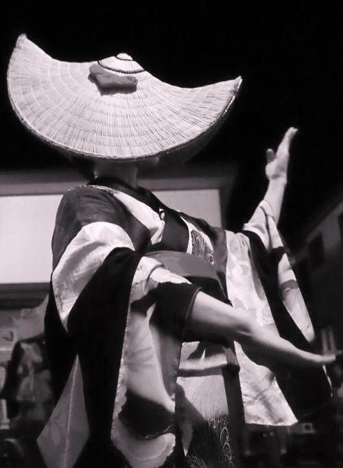 700年も続く・・・かがり火に浮かび上がる、妖美な盆踊り ~秋田県羽後町 西馬音内(にしもない)盆踊り~ (湯沢(秋田))