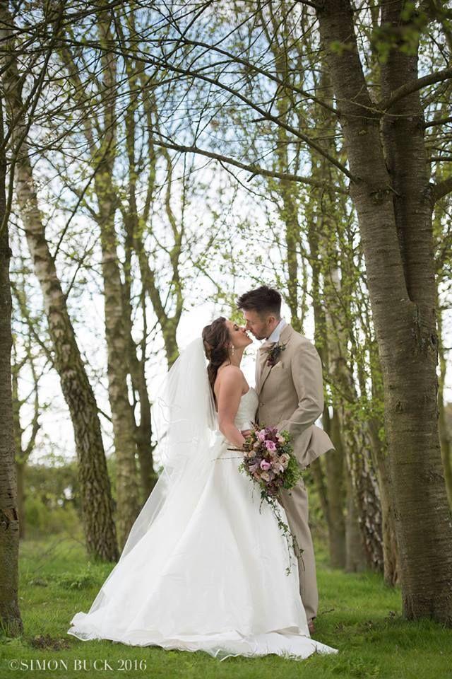 #granaryestates #granarybarns #granaryestates #suffolkvenue #weddingdress #Maywedding