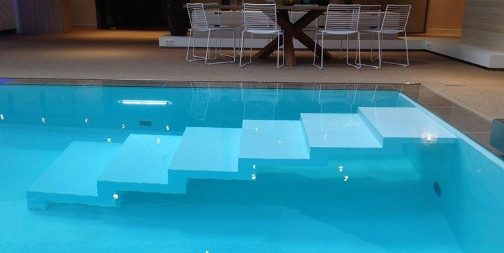 Alle Starline NEXXT Line zwembaden zijn uit te rusten met een adembenemende 'zwevende' designtrap.