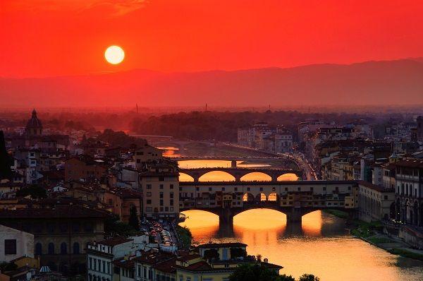 rosso di sera, bel tempo di spera avondrood, mooi weer aan boord Ponte Vecchio Florence