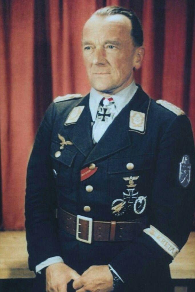 Generalmajor Eugen Meindl (1892-1951), Kommandeur Fallschirmjäger Sturm-Regiment 1, Ritterkreuz 14.06.1941, Eichenlaub (564) 31.08.1944, Schwerter (155) 08.05.1945