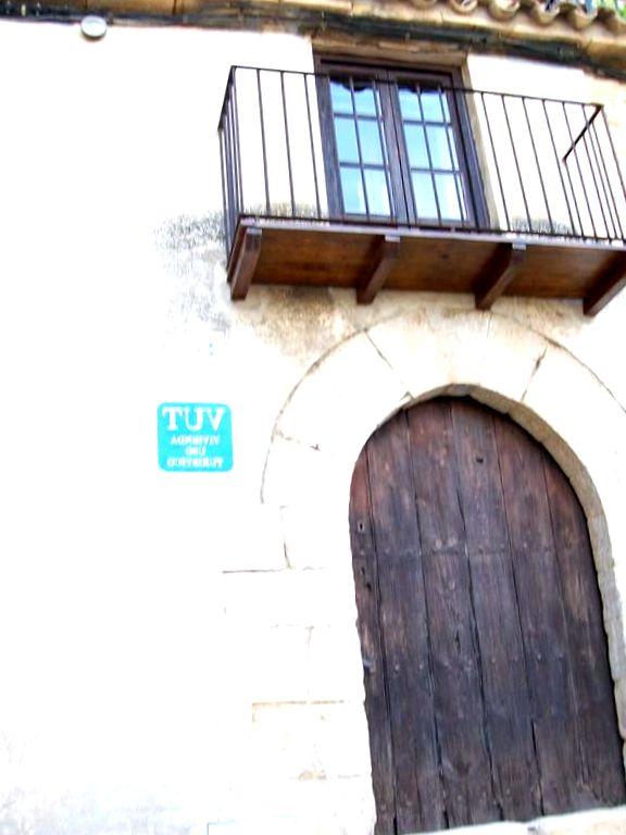 Información sobre Casa de la Musica  en Calaceite La Casa de la Musica admite mascotas y ofrece alojamiento en Calaceite, a 36 km de Tortosa y a 16 km de Valderrobres. El establecimiento se halla a 20 km de Beceite y ofrece vistas a la ciudad y WiFi gratuita en todas las ...