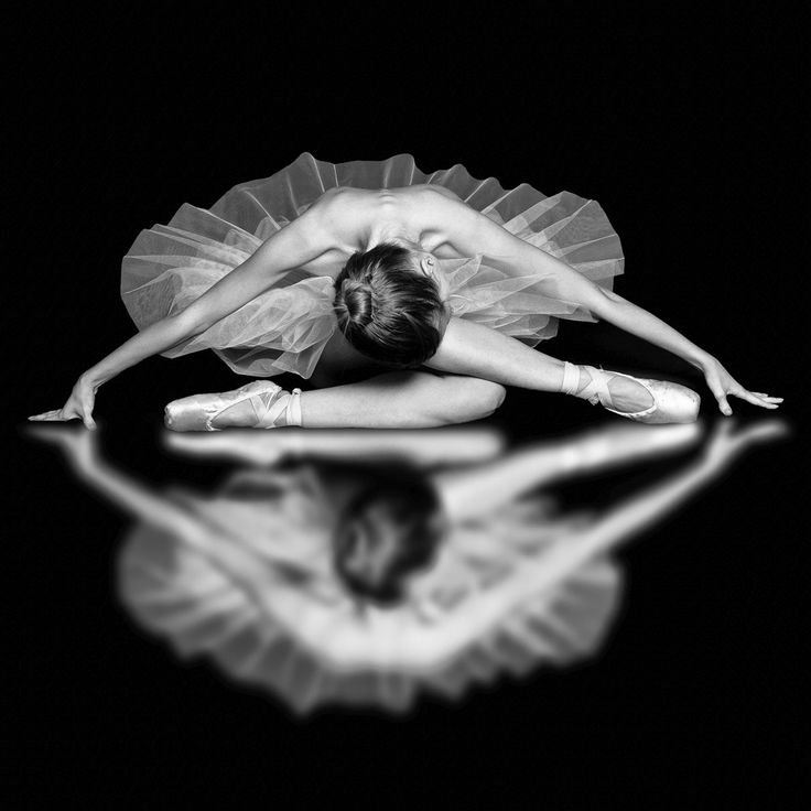 Ballet Photography | Dancer Portraiture | Black & White | Oh my! This is absolutely lovely. Especially that reflection - wow!