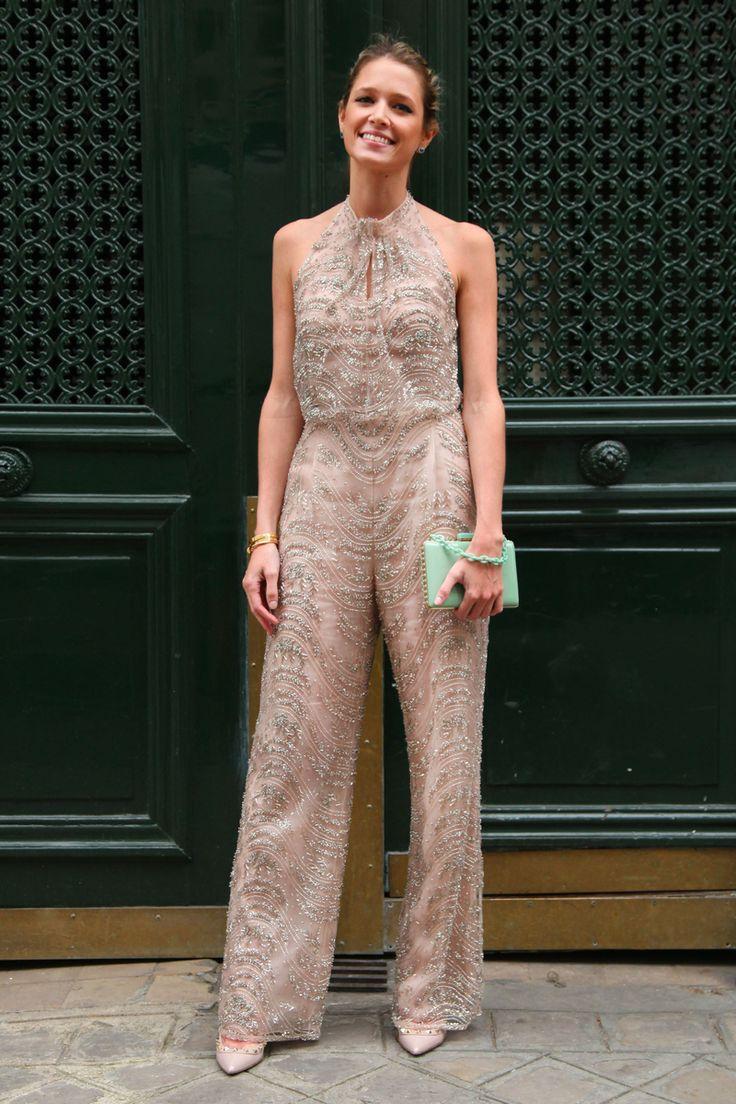 Para o meu último desfile, do querido Valentino, eu usei look total da marca. Macaquinho inteiro bordado Valentino, sapato e clutch idem, de acessórios est