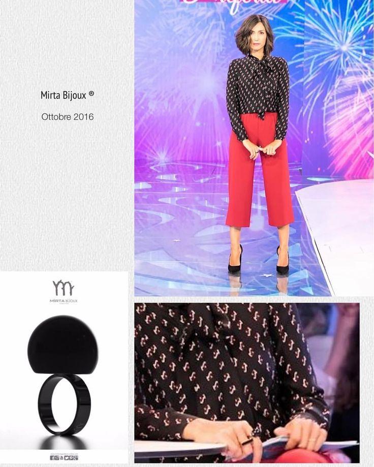 Mirta Bijoux Look della settimana Ottobre 2016 Look della settimana di Caterina Balivo:  non poteva mancare un anello by Mirta Bijoux.