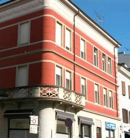 inizio primavera in Corso.. il palazzo rosso
