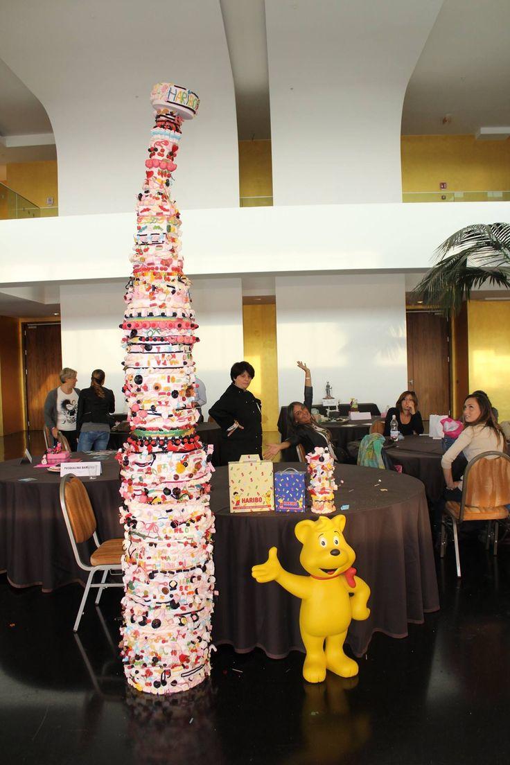 La torre piena di dolcetti haribo