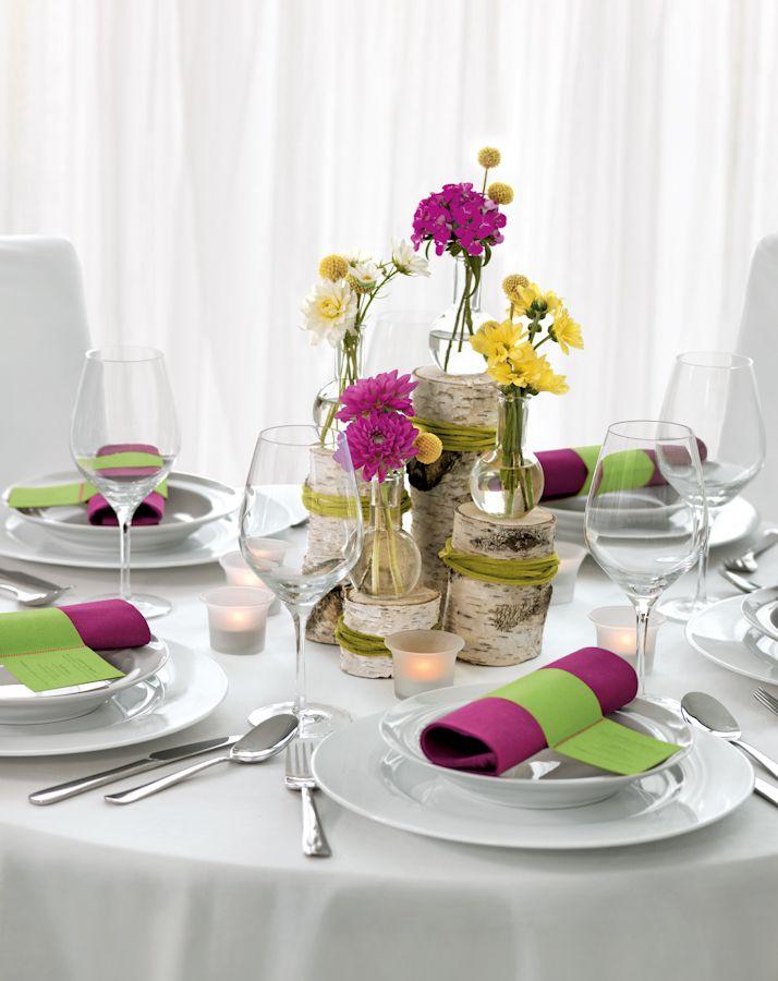 Landromantik - Für diese simple Tischdekoration haben wir ganz einfach einen Birkenstamm auseinander gesägt und die einzelnen Abschnitte mit Filzband umwickelt.
