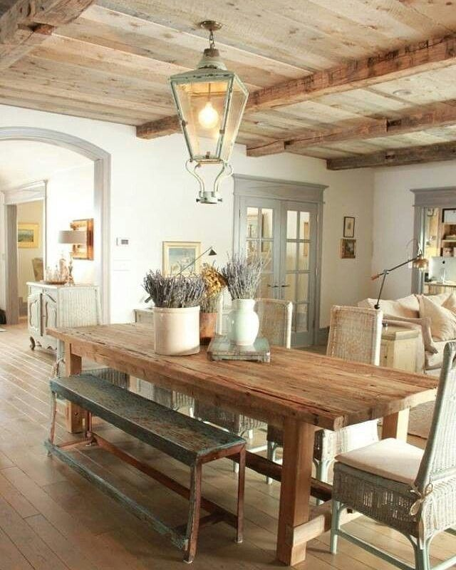 14 Country Dining Room Ideas: http://decoholic.org/2015/09/23/14-country-dining-room-ideas/  #decoholic #interiordesign #inspiration #country #countrydecor #countryinteriors #rusticinterior #rustic #wood #diningtable #bench #woodbeams #woodceiling #woodfloor #authentic #lighting #naturalwood #countrystyle #inviting
