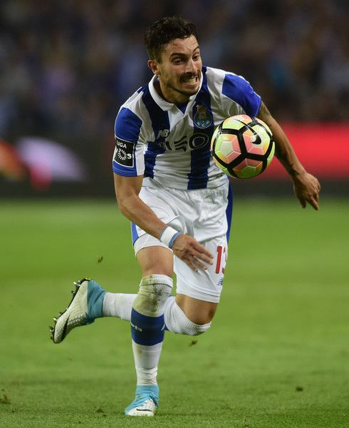 Porto's Brazilian defender Alex Telles tries to control the ball during the Portuguese league football match FC Porto vs CD Feirense at the Dragao stadium in Porto on April 23, 2017. / AFP PHOTO / MIGUEL RIOPA