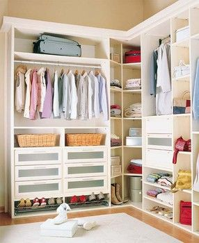 "***The CORNER!!  Notice how the shelves are - ANGLED yet still in ""L"" shape. LOVE!  best i've seen for awhile.  50 Clever ideas to organize your wardrobe"