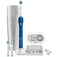 Elektrisk tandbørste fra Oral B med CrossAction børstehoveder for endnu mere effektiv plakfjerning.