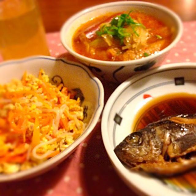 お家のご飯‼︎って 娘が喜んでくれました ( ^ω^ ) - 19件のもぐもぐ - メバルの煮付け   人参しりしり〜   モツ鍋リメイクチゲ by mari miyabe