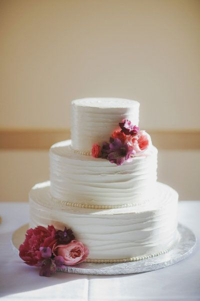 simple perfect cake: Beauty Cakes, Pretty Cakes, Floral Design, Elegant Cakes, Simple Cakes, Simple Weddings, Cakes Design, White Cakes, Cakes Idea