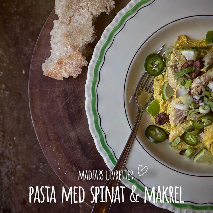 Tag med Madfar til Italien med denne lækre pastaret med makrel i rapsolie. Fuldkorns pasta, sorte oliven, lime både, små spinatblade, forårsløg og gul karrycreme. Server med et italiensk landbrød. Buon appetito! Se opskrift i bio.