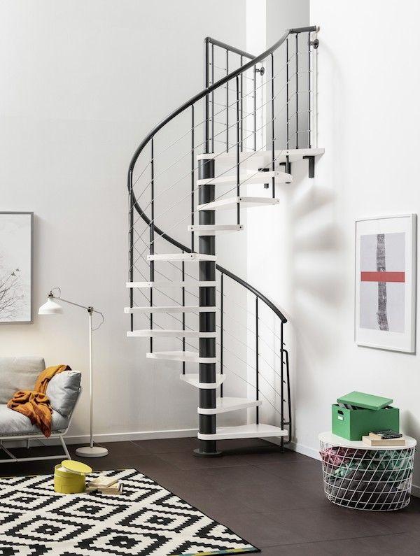 Un Design Leger Et Moderne Pour Un Interieur Aere L Escalier Symphonie Est Realise Sur Mesure Pour Optimiser Votre Idees Escalier Escalier Decoration Maison
