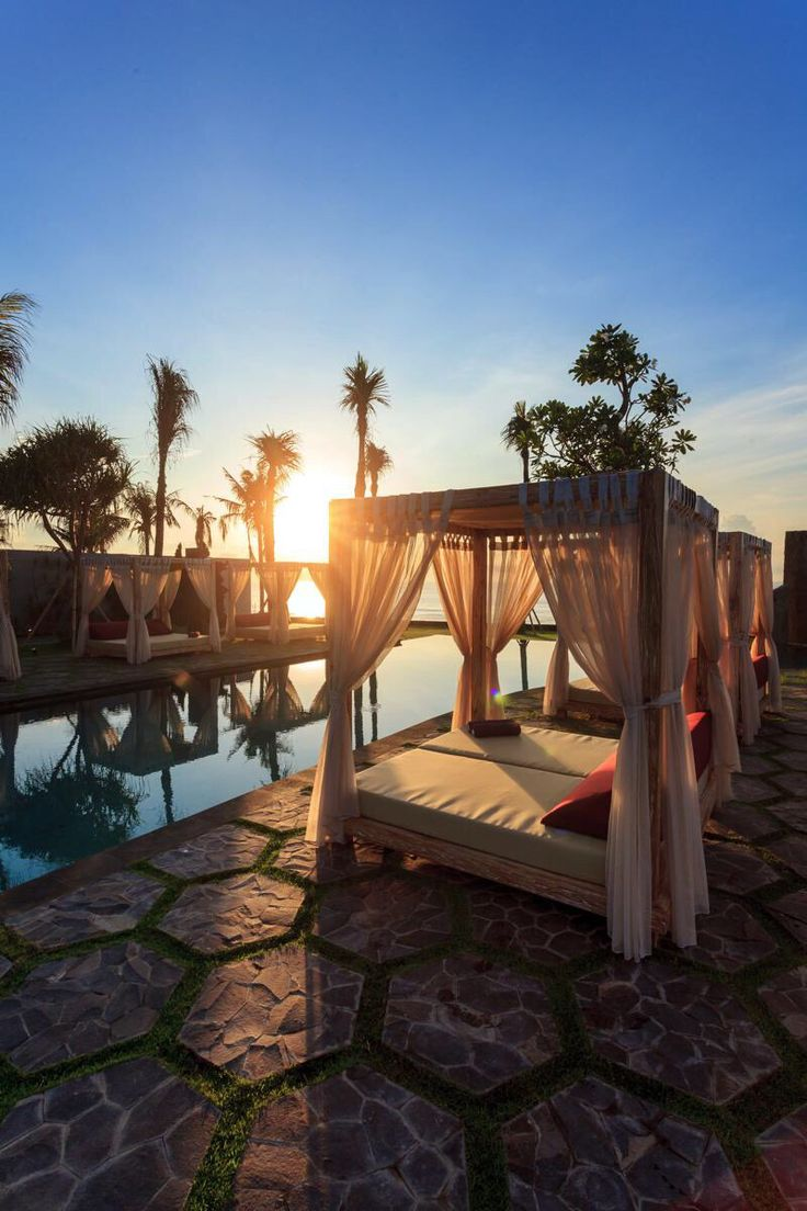 get ready for the sunset at this amazingly design art resort and villas #theroyalpurnama #luxuryresort #oceanfrontlounge #balilounge #balivillas #balisunset #amazingbali #whatsonbali #boutiqueresort #ilovebali. @whatsonbali @markvstanford love this pic