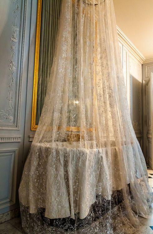 17 best images about marie antoinette on pinterest louis for Salle de bain louis xv