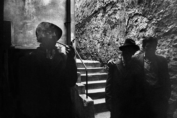 Josef Koudelka CZECHOSLOVAKIA. Slovakia. Bratislava. 1966. Gypsies.