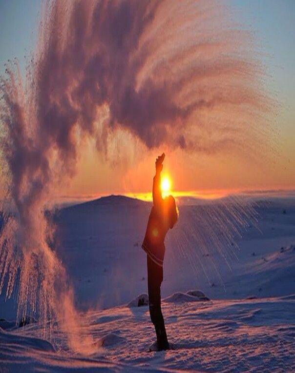 الماء الحار في درجة تجمد سبحان الله عابر سبيل Pinterest - Stunning photographs capture epic thunderstorm off the coast of sydney