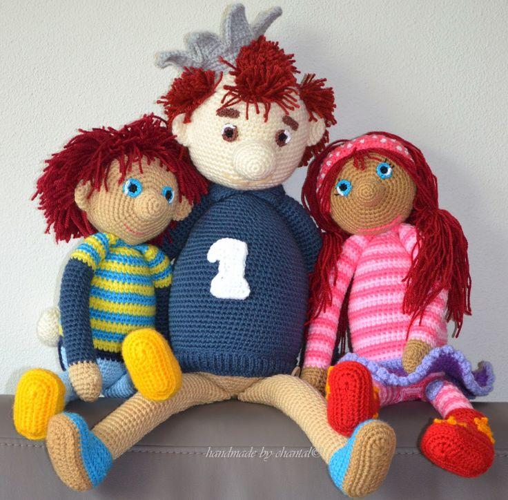 Leuke site met voor kinderen te herkennen figuren, hier de poppen van het Zandkasteel   Haken