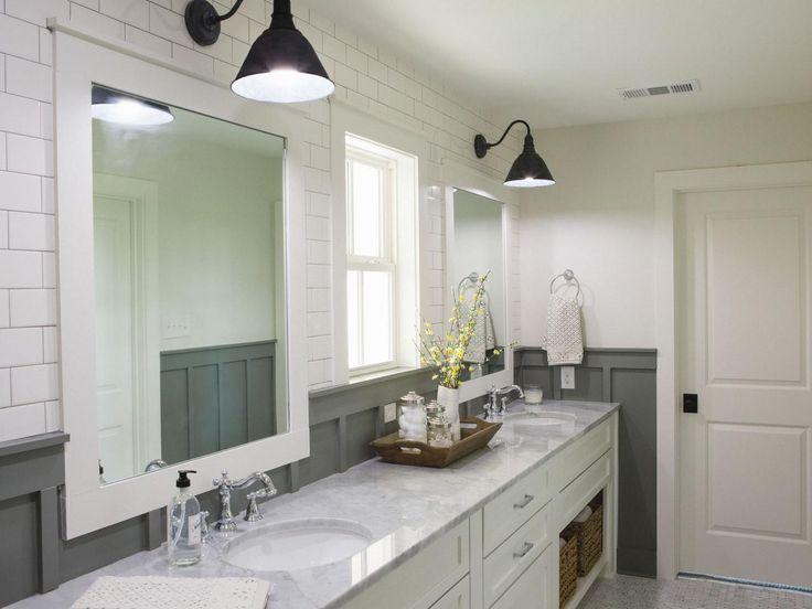 Photos Hgtv 39 S Fixer Upper With Chip And Joanna Gaines Hgtv Bathrooms Pinterest Grey