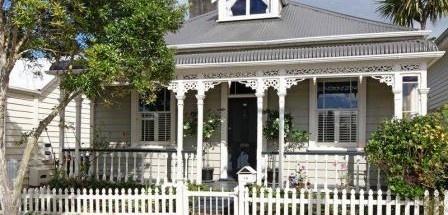 Pretty frontage NZ villa