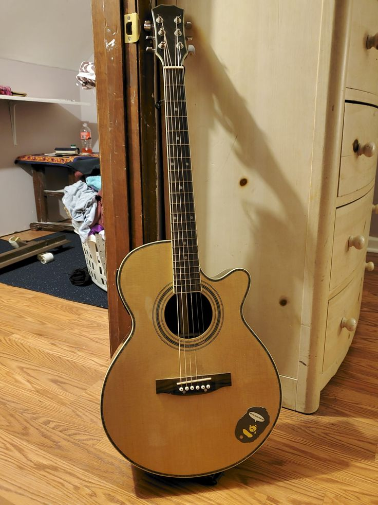 Great guitar great sound comes with case and built in