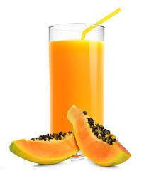 Jugo de papaya, limón, avena y miel Ingredientes: 1 taza de papaya picada en trozos, 1 cucharada de linaza, 2 tazas de agua, 2 cucharadas de avena cruda, 1 cucharadita de miel de abeja. Preparación: Agrega todo a la licuadora y sirve sin colar. Es preferible tomarlo en ayunas por una semana.