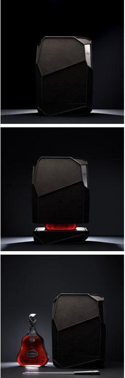 Un Mathusalem (ndlr. Bouteille de 6 litres) d'Hennessy XO créé par l'artiste designerArik Levy, une édition limitée à 100 bouteilles pour le monde et qui se vend à 30 000 euros. (c) DR