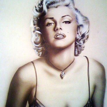 Classic Pin Up. Ilustración con retrato de Marylin Monroe realizada con aerógrafo y técnicas mixtas.