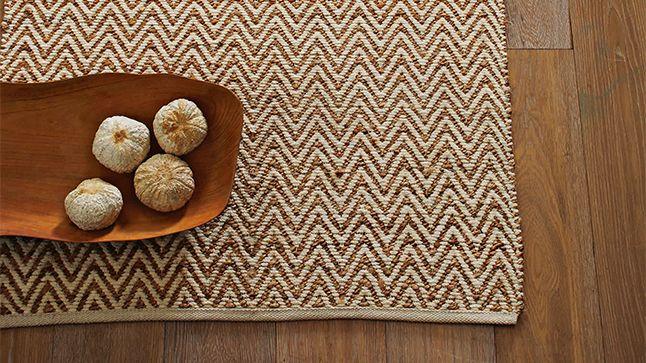Le tapis en fibre naturelle | CHEZ SOI ©Photo: West Elm #deco #accessoire #tapis #fibre #texture