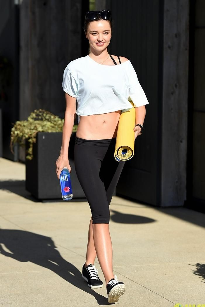 Miranda Kerr wearing Reebok Skyscape Runaround 2.0 Sneakers in Black and Reebok One Series Advantage Capris