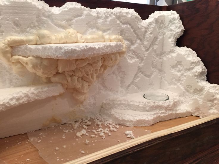 """Making a faux rock background for the reptile tank using styrofoam and """"great stuff"""" foam spray."""