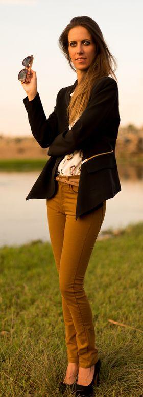 Combinar blazer negra mujer http://probandoropa.com/es/outfits/combinar-blazer-negra-mujer