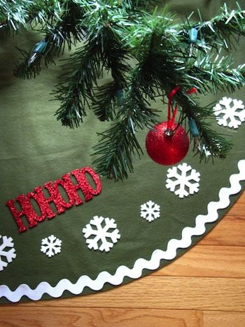 felt or fleece tree skirt, love the big rick rack