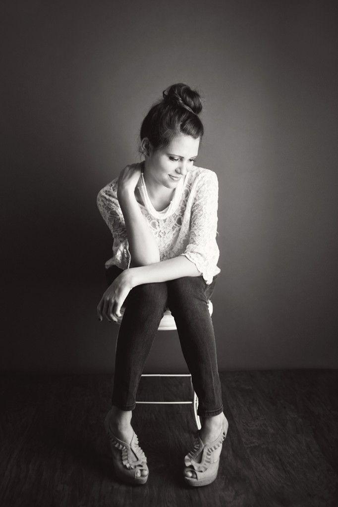 Posh Poses | Solo | Senior Pics | Casual | Black & White | Senior Girls | Lindsey Bennett