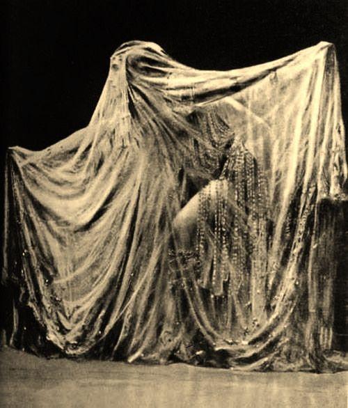 jawsomejaba:  Ida Rubinstein as Salome, 1912.