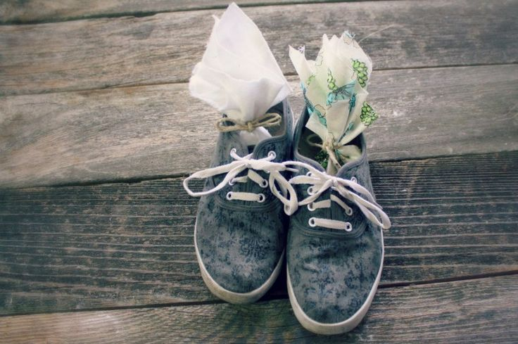 Homemade Shoe Deodorizer Sachets  I recently did a post on how to make your own homemade shoe deodorizer powder which works great.  But th...