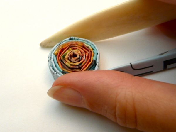 """""""Tutorial for coiling magazine pages for projects"""" Good tips for making the process consistent and easier."""