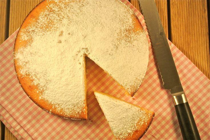 Een lekkere en makkelijke cake met gecondenseerde melk die binnen 10 tot 15 minuten in de oven staat.