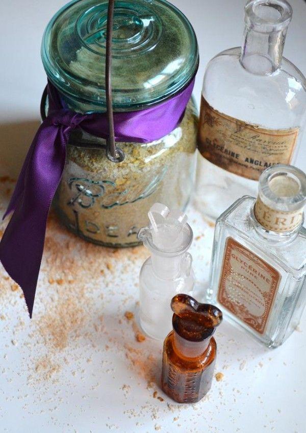 Make your bridesmaids some homemade cinnamon bath salts as part of beauty basket thank you! DIY Tutorial: http://classicbrideblog.com/2015/02/diy-bridemaids-gift-cinnamon-bath-salts.html/