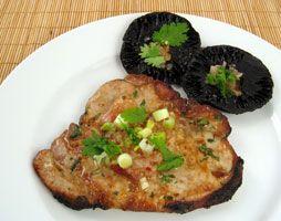 SOSCuisine: Côtelettes de porc grillées à la coriandre Marinage 1 h / Préparation 10 min / Cuisson 10 min Idéale pour les personnes souffrant de #diabete cette recette est faible en gras saturés