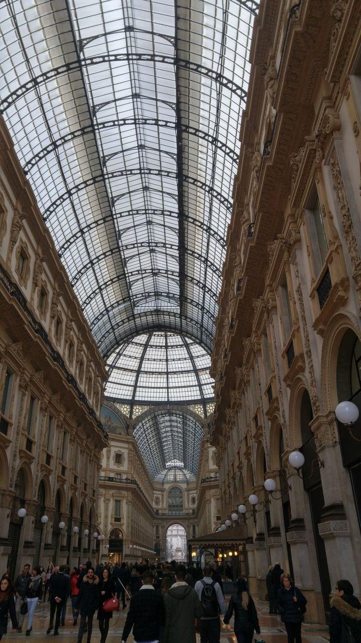 Galleria di Vittorio Emanuele, Mailand, Italien. Einen vollständigen Reisebericht zu einem Tag in Mailand mit vielen Sehenswürdigkeiten findest du hier!