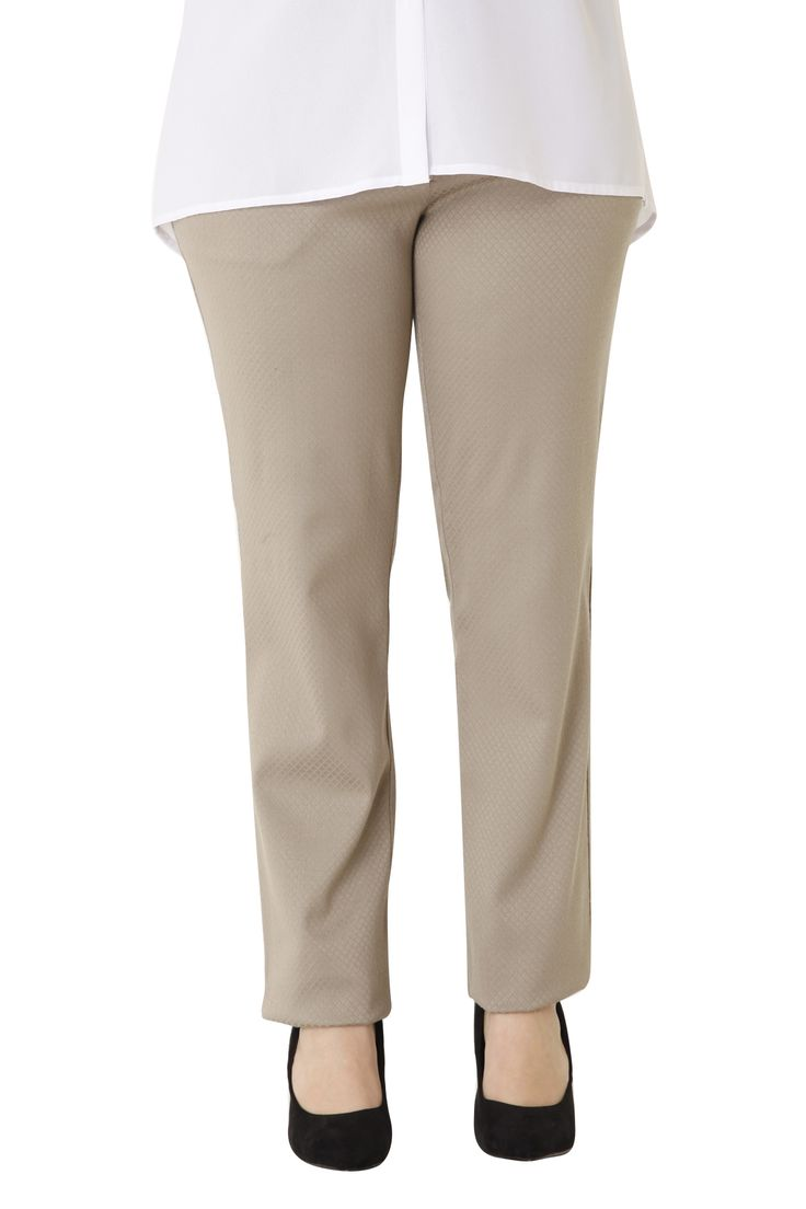 Brocade trousers in a straight line. It has a comfortable fit and it flatters your silhouette. Available in 3 colours.