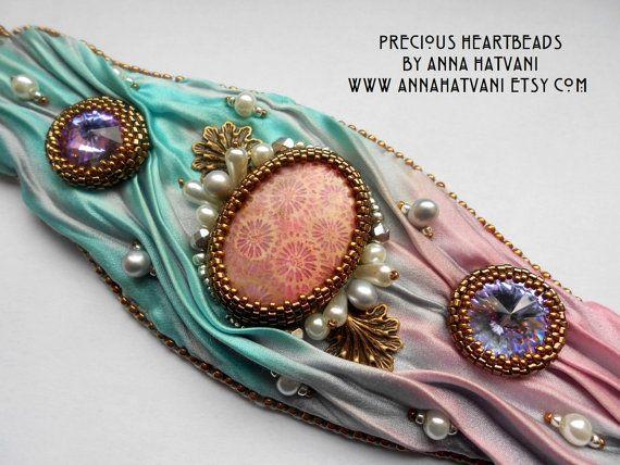 Shibori-Bead Embroidery Armband Manschette von PreciousHeartBeads