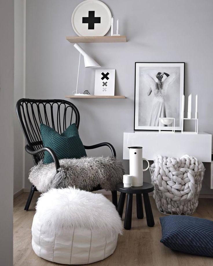 Een zwarte houten #fauteuil met zwarte #bijzettafel. Alvast een fijn weekend! l Link in bio l * * * * Credits: @kajastef * * * * #interiorstyling #interior4all #interiorstyled #interiordesign #designinterior #livingroomdecor #scandinavianhomes #scandinaviandesign #scandinavianstyle #interior4you1 #dream_interiors #interior123 #mynordicroom #whiteinterior #scandinavianhome #nordichome #nordicdesign #interior9508 #futurenordichome #homedecor #woonaccessoires #scandicinterior #dreams_interior…